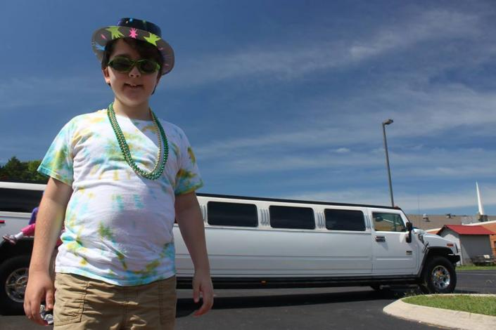 [Image: kids day out with Courtesy Limousine, birthday limousine. ]
